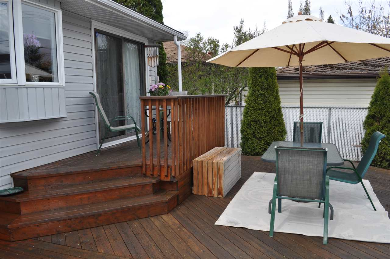 The tiered deck really is a great touch, easily accessed from the dining area