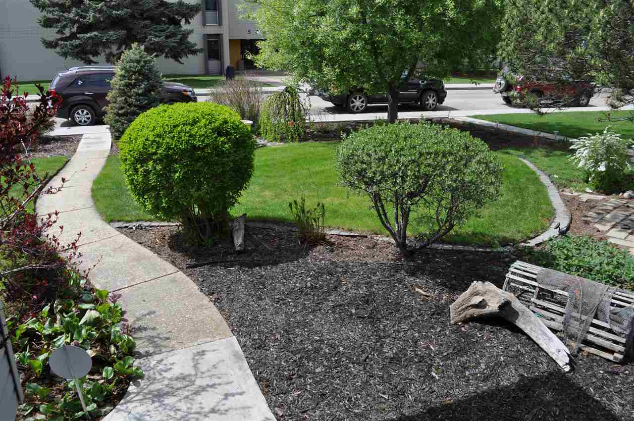 With a short yard season in Edmonton, many homes lack inviting landscaping.  Not here.  This home and yard has curb appeal that is the envy of other homes