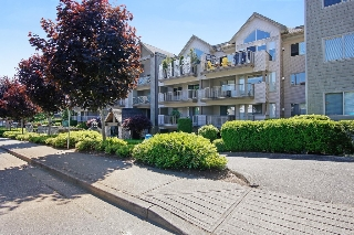 "Main Photo: 407 33478 ROBERTS Avenue in Abbotsford: Central Abbotsford Condo for sale in ""Aspen Creek"" : MLS® # R2173425"