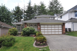 Main Photo: 17 ARROW-WOOD Place in Port Moody: Heritage Mountain House for sale : MLS(r) # R2177275