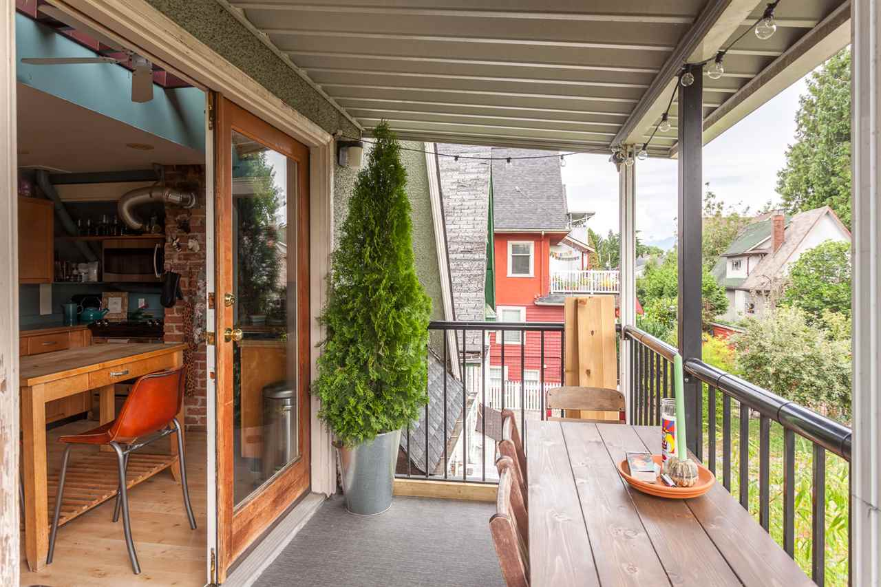 "Photo 10: 1232 VICTORIA Drive in Vancouver: Grandview VE House for sale in ""COMMERCIAL DRIVE"" (Vancouver East)  : MLS® # R2195634"