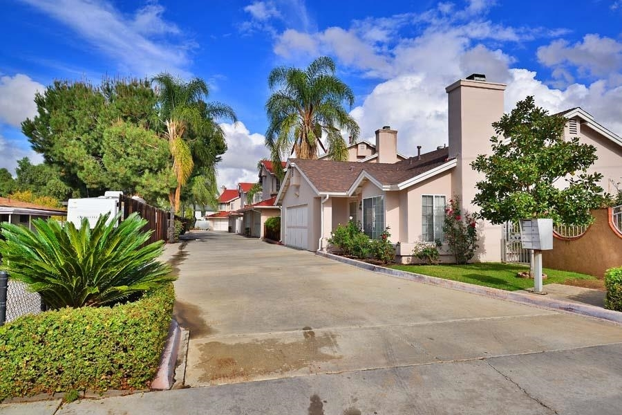 Main Photo: EL CAJON Townhome for sale : 3 bedrooms : 572 HART DRIVE