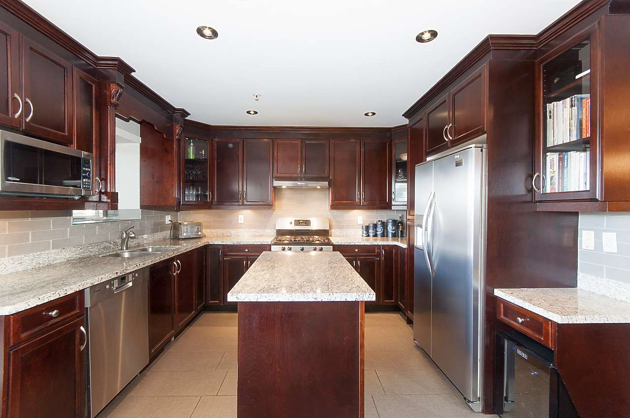 Photo 5: 645 E 30TH Avenue in Vancouver: Fraser VE House for sale (Vancouver East)  : MLS® # R2204654