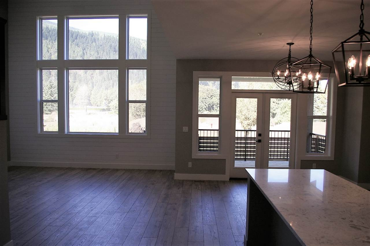 "Photo 5: Photos: 38 1885 COLUMBIA VALLEY Road: Lindell Beach House for sale in ""AQUADEL CROSSING"" (Cultus Lake)  : MLS® # R2212613"