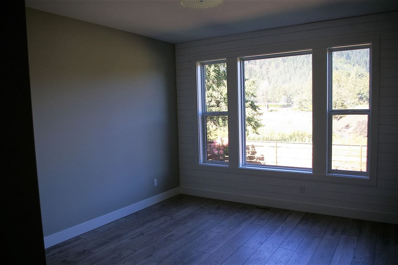 "Photo 7: Photos: 38 1885 COLUMBIA VALLEY Road: Lindell Beach House for sale in ""AQUADEL CROSSING"" (Cultus Lake)  : MLS® # R2212613"
