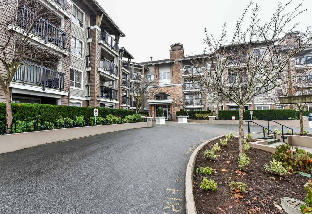 "Main Photo: 212 8915 202 Street in Langley: Walnut Grove Condo for sale in ""HAWTHORNE"" : MLS® # R2227137"