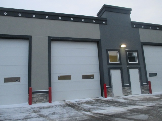 Main Photo: 17 9903 209 Street NW in Edmonton: Industrial for sale : MLS®# E4092612