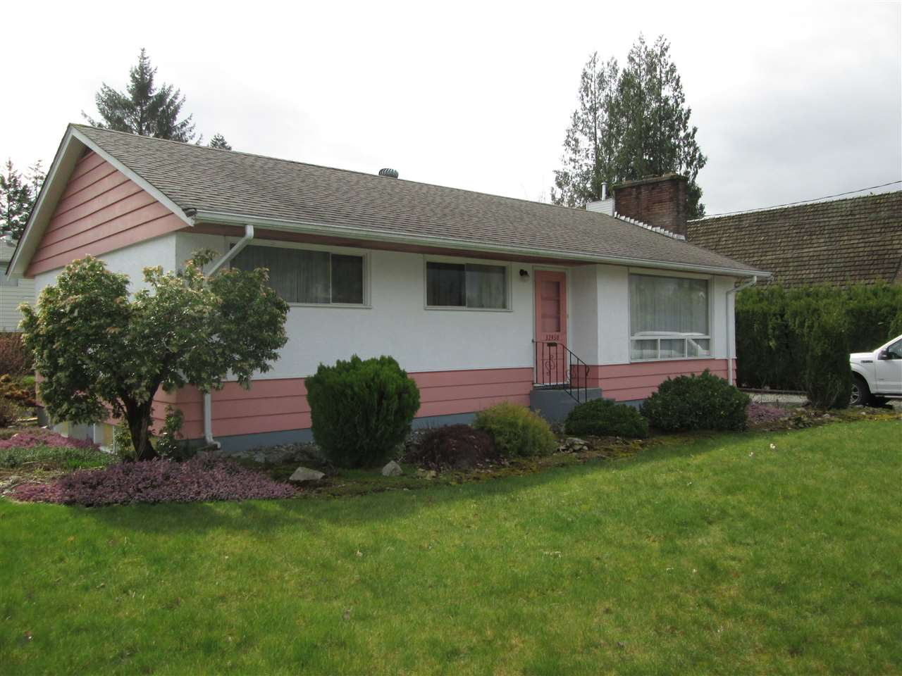 "Main Photo: 32950 BEVAN Avenue in Abbotsford: Central Abbotsford House for sale in ""Mill Lake Area"" : MLS®# R2251284"