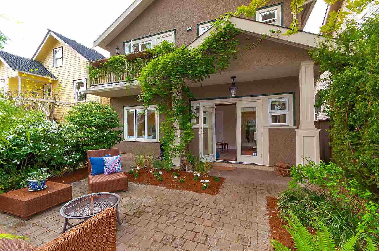 Main Photo: 3262 W 7TH Avenue in Vancouver: Kitsilano House 1/2 Duplex for sale (Vancouver West)  : MLS®# R2266093