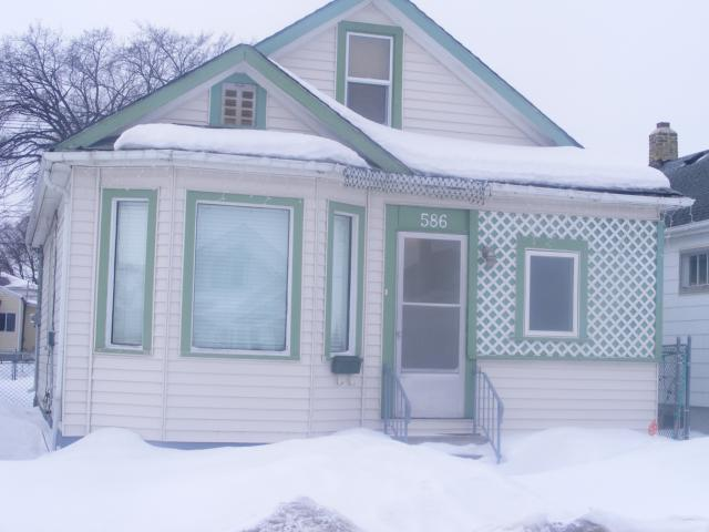 Main Photo: 586 CASTLE Avenue in WINNIPEG: East Kildonan Residential for sale (North East Winnipeg)  : MLS® # 1104183