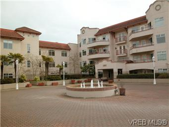 Main Photo: 211 1083 Tillicum Road in VICTORIA: Es Kinsmen Park Condo Apartment for sale (Esquimalt)  : MLS® # 294370