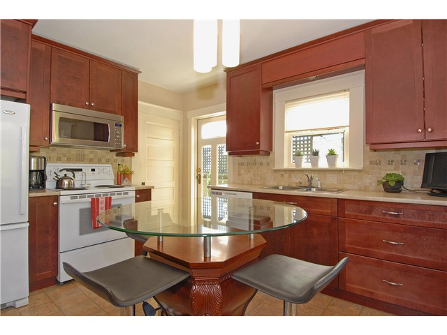 Photo 4: 416 10TH Street in New Westminster: Uptown NW House for sale : MLS® # V999379