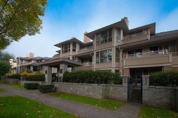 "Main Photo: # 311 3755 W 8TH AV in Vancouver: Point Grey Condo for sale in ""THE CUMBERLAND"" (Vancouver West)  : MLS® # V1040579"