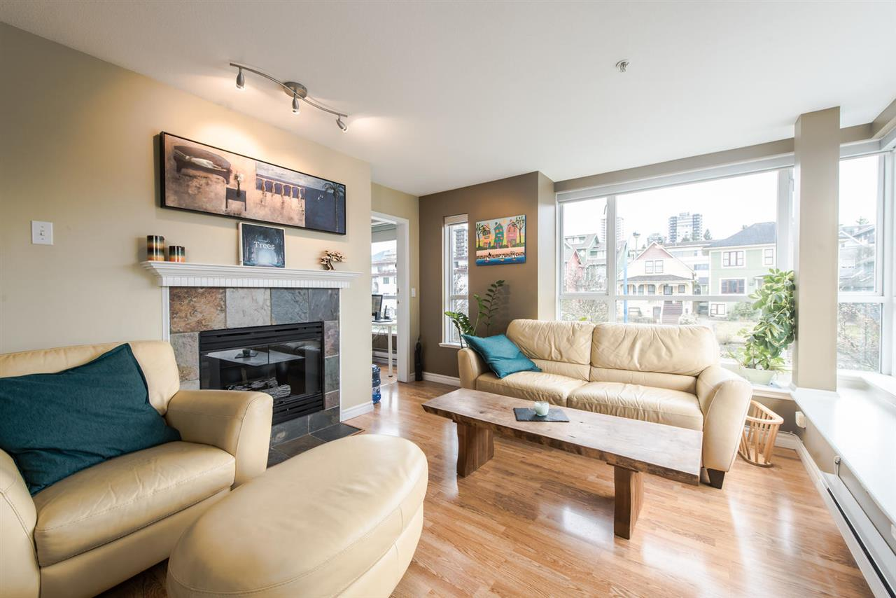 "Main Photo: 312 155 E 3RD Street in North Vancouver: Lower Lonsdale Condo for sale in ""The Solano"" : MLS(r) # R2040502"