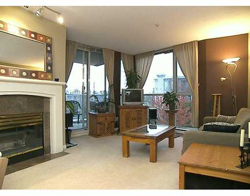 "Main Photo: 8460 JELLICOE Street in Vancouver: Fraserview VE Condo for sale in ""BOARDWALK"" (Vancouver East)  : MLS®# V619956"