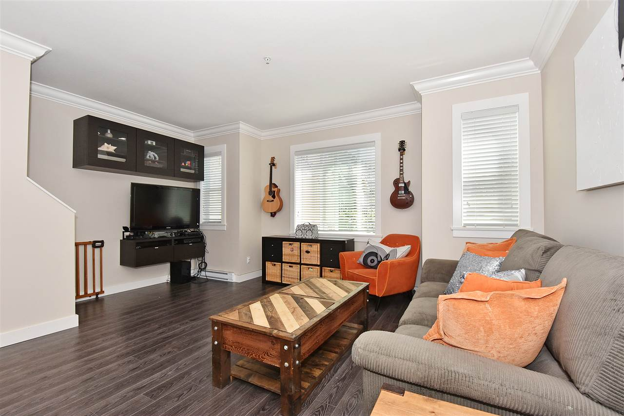 "Photo 3: 1386 E 27TH Avenue in Vancouver: Knight Townhouse for sale in ""VILLA @27"" (Vancouver East)  : MLS® # R2074490"