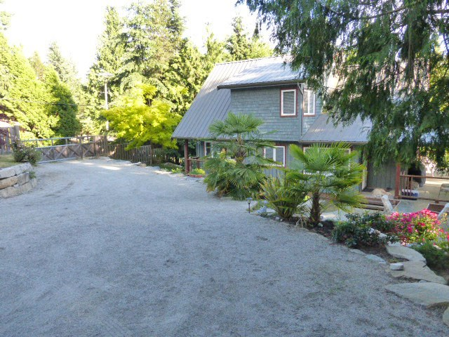 "Photo 2: Photos: 8099 WESTWOOD Road in Halfmoon Bay: Halfmn Bay Secret Cv Redroofs House for sale in ""Welcome Woods"" (Sunshine Coast)  : MLS®# R2079832"