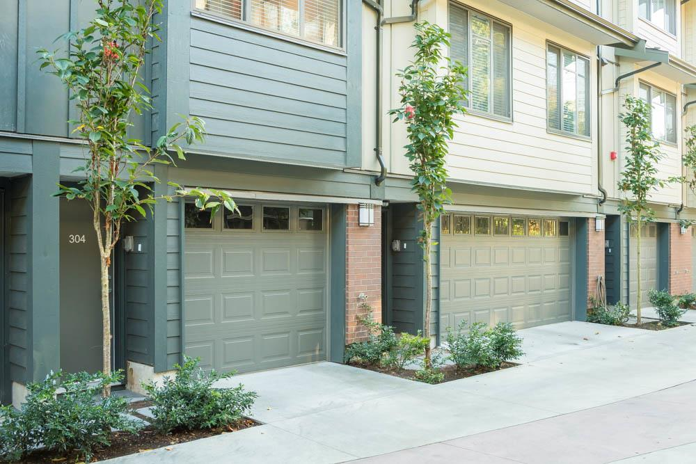 "Photo 3: 304 2135 HERITAGE PARK Lane in North Vancouver: Seymour NV Townhouse for sale in ""LODEN GREEN"" : MLS(r) # R2113637"