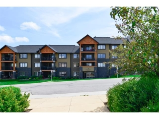 Main Photo: 207 103 VALLEY RIDGE Manor NW in Calgary: Valley Ridge Condo for sale : MLS(r) # C4098545