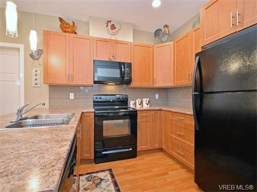 Photo 9: 9 1893 Prosser Road in SAANICHTON: CS Saanichton Townhouse for sale (Central Saanich)  : MLS® # 375240