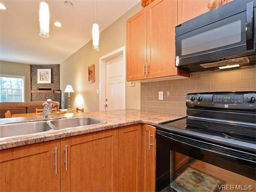 Photo 7: 9 1893 Prosser Road in SAANICHTON: CS Saanichton Townhouse for sale (Central Saanich)  : MLS® # 375240
