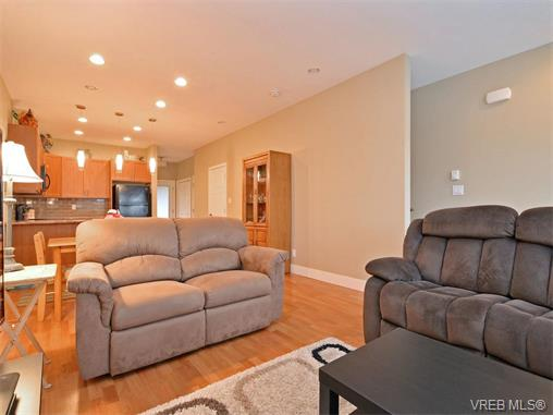 Photo 4: 9 1893 Prosser Road in SAANICHTON: CS Saanichton Townhouse for sale (Central Saanich)  : MLS® # 375240