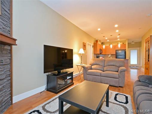 Photo 2: 9 1893 Prosser Road in SAANICHTON: CS Saanichton Townhouse for sale (Central Saanich)  : MLS® # 375240