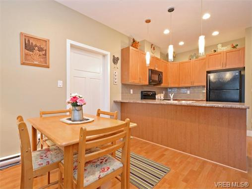 Photo 5: 9 1893 Prosser Road in SAANICHTON: CS Saanichton Townhouse for sale (Central Saanich)  : MLS® # 375240