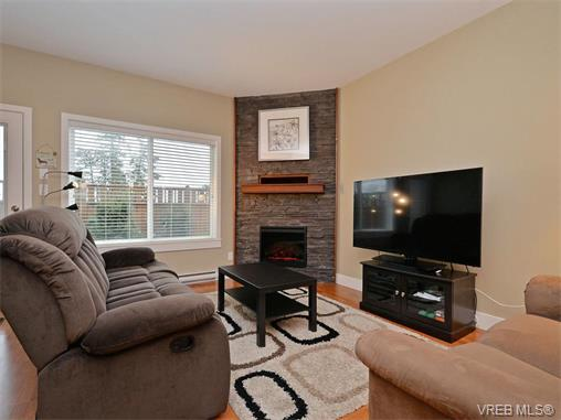 Photo 3: 9 1893 Prosser Road in SAANICHTON: CS Saanichton Townhouse for sale (Central Saanich)  : MLS® # 375240