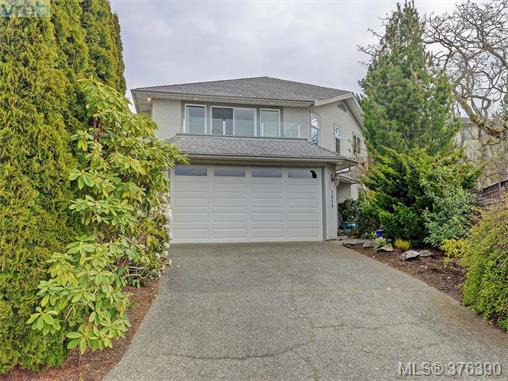 Main Photo: 3459 Waterloo Place in VICTORIA: SE Mt Tolmie Single Family Detached for sale (Saanich East)  : MLS® # 376390