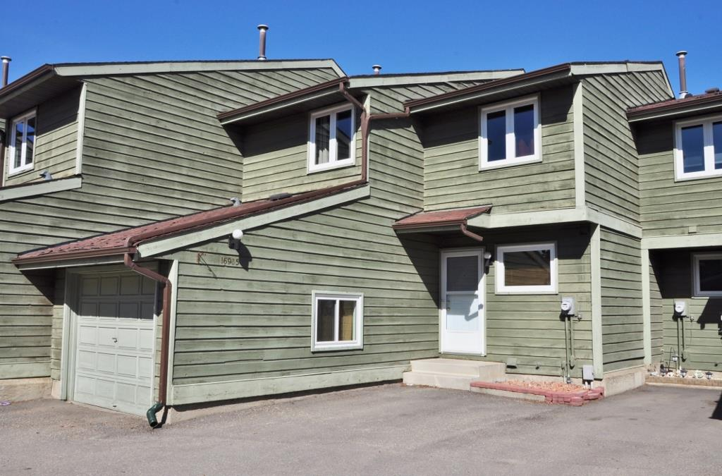 Main Photo: 16935 95 Street in Edmonton: Zone 28 Townhouse for sale : MLS(r) # E4063583