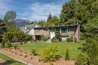 "Main Photo: 40205 KINTYRE Drive in Squamish: Garibaldi Highlands House for sale in ""Garibaldi Highlands"" : MLS(r) # R2170328"