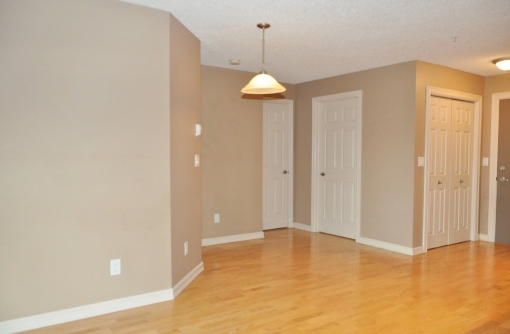 Photo 4: 215 4407 23 Street in Edmonton: Zone 30 Condo for sale : MLS(r) # E4067151