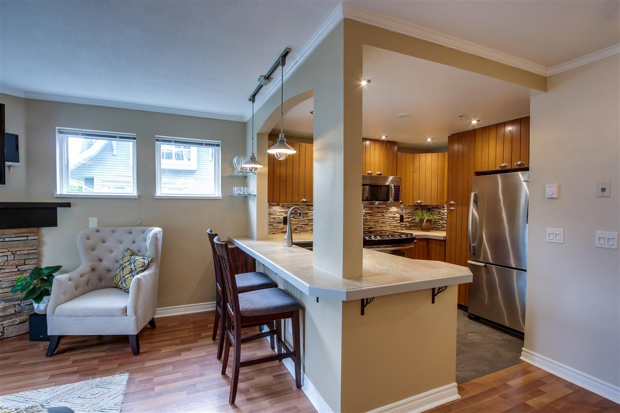 "Photo 3: 7335 MAGNOLIA Terrace in Burnaby: Highgate Townhouse for sale in ""Monterey"" (Burnaby South)  : MLS(r) # R2179211"