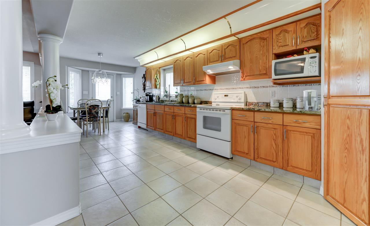Photo 6: 1112 HAYNES Close in Edmonton: Zone 14 House for sale : MLS® # E4069987