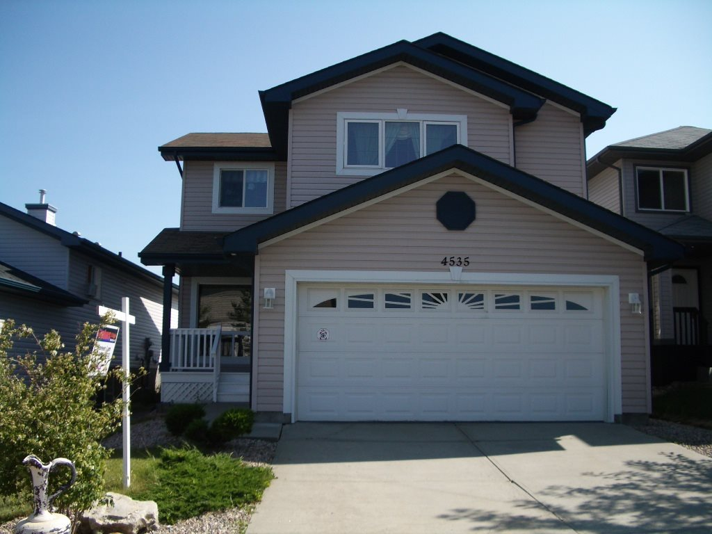 Main Photo: 4535 155 Avenue in Edmonton: Zone 03 House for sale : MLS(r) # E4071750