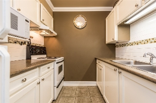 "Main Photo: 162 200 WESTHILL Place in Port Moody: College Park PM Condo for sale in ""Westhill Place"" : MLS(r) # R2183765"