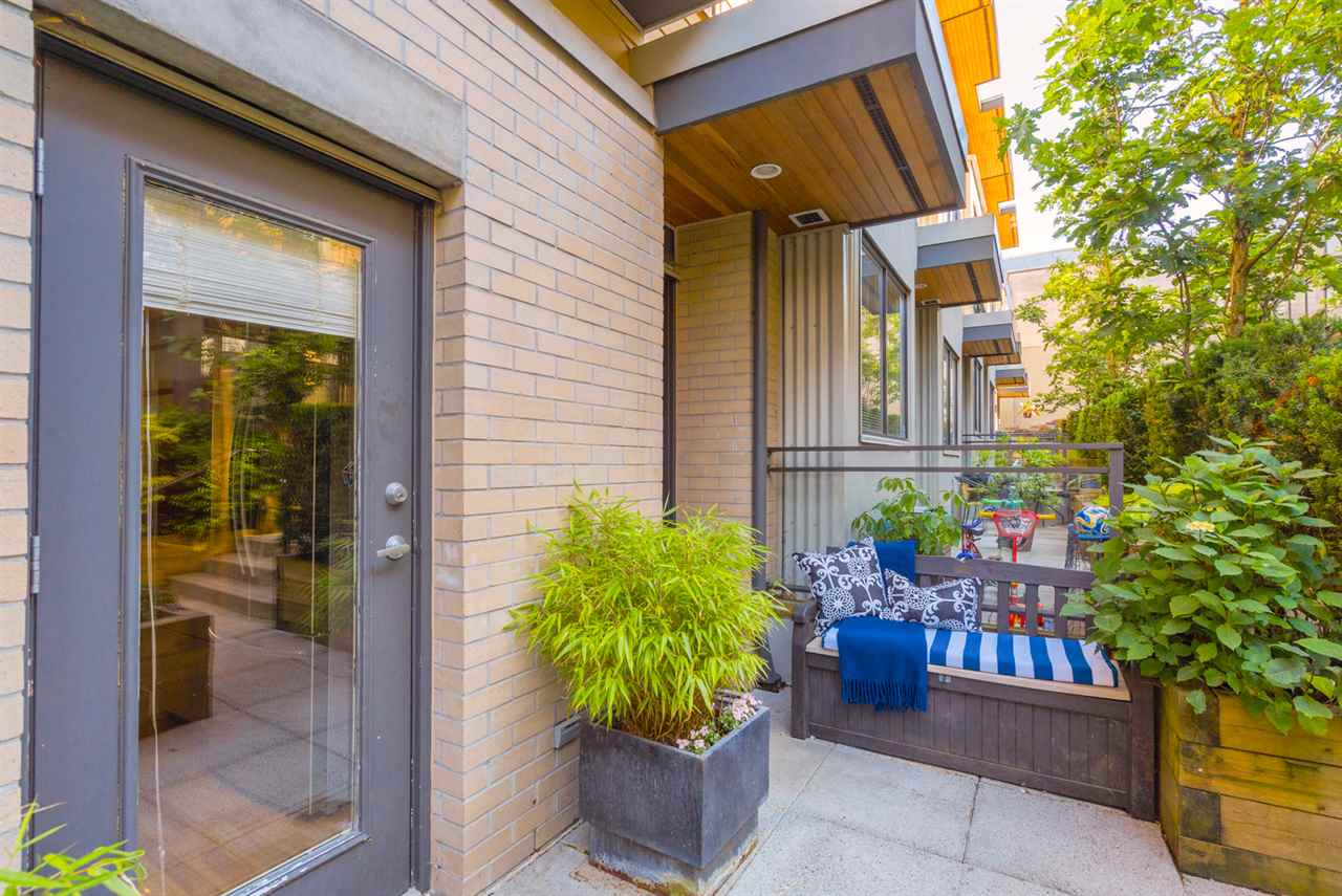 "Photo 3: 3780 COMMERCIAL Street in Vancouver: Victoria VE Townhouse for sale in ""Brix 1"" (Vancouver East)  : MLS(r) # R2188804"