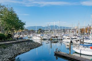 "Main Photo: 505 1508 MARINER Walk in Vancouver: False Creek Condo for sale in ""MARINER POINT"" (Vancouver West)  : MLS® # R2212186"