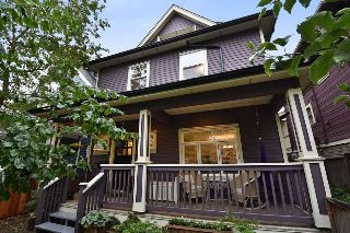 Main Photo: 828 E 10 Avenue in Vancouver: Mount Pleasant VE House 1/2 Duplex for sale (Vancouver East)  : MLS® # R2215612