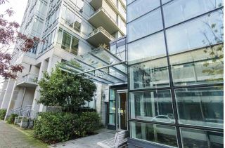 "Main Photo: 405 12 ATHLETES Way in Vancouver: False Creek Condo for sale in ""KAYAK"" (Vancouver West)  : MLS® # R2236470"