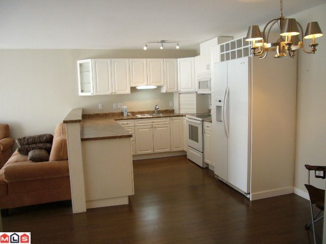 Photo 3: 102 14881 MARINE Drive: White Rock Condo for sale (South Surrey White Rock)  : MLS® # F1221954