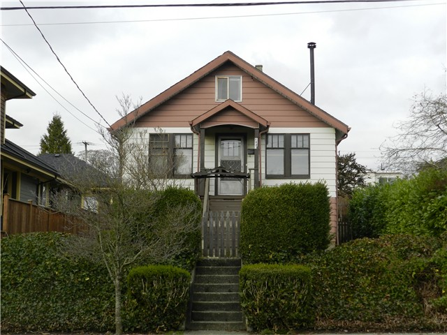 Main Photo: 1423 EDINBURGH Street in New Westminster: West End NW House for sale : MLS® # V990447