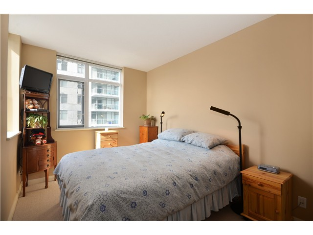 "Photo 8: 1901 892 CARNARVON Street in New Westminster: Downtown NW Condo for sale in ""Azure 2"" : MLS(r) # V1044252"