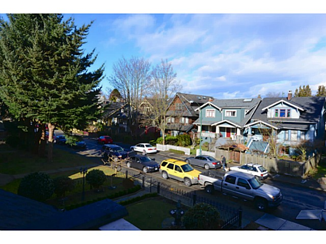 "Photo 3: 3412 W 3RD Avenue in Vancouver: Kitsilano House 1/2 Duplex for sale in ""North of 4th"" (Vancouver West)  : MLS(r) # V1067301"
