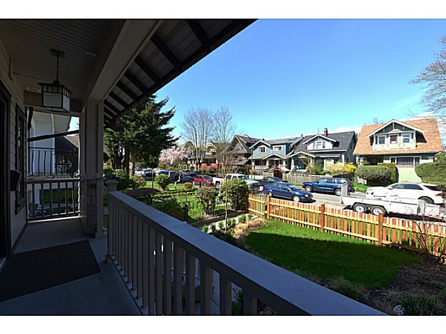 "Photo 2: 3412 W 3RD Avenue in Vancouver: Kitsilano House 1/2 Duplex for sale in ""North of 4th"" (Vancouver West)  : MLS(r) # V1067301"