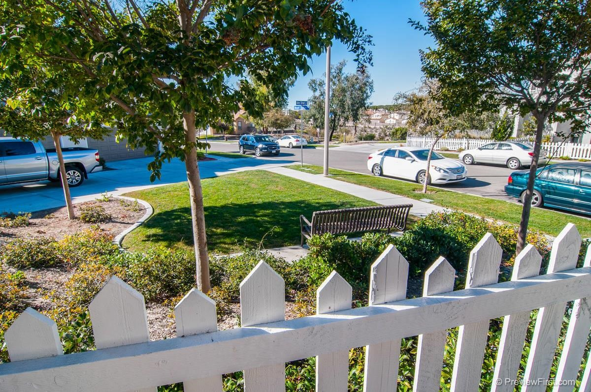 Photo 3: CHULA VISTA Twinhome for sale : 3 bedrooms : 1966 Mount Bullion Dr