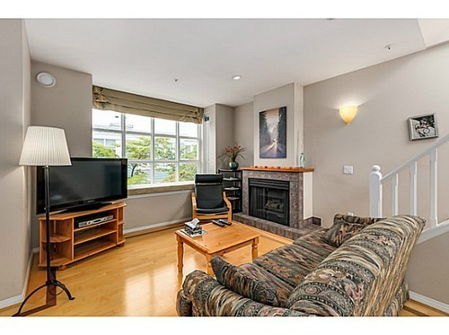 Photo 4: 204 675 7TH Ave W in Vancouver West: Fairview VW Home for sale ()  : MLS® # V1087690