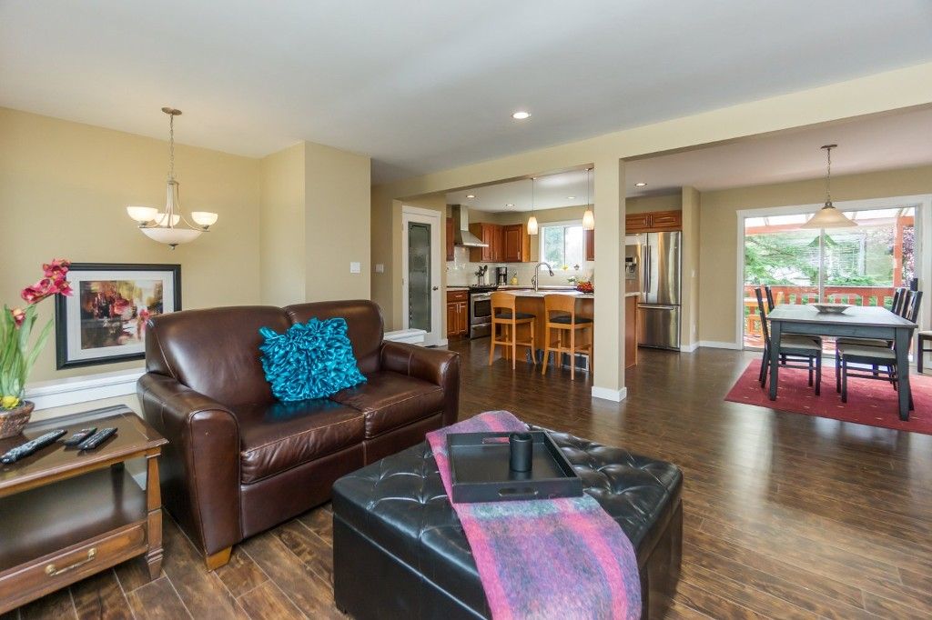 "Photo 3: 2431 ALADDIN Crescent in Abbotsford: Abbotsford East House for sale in ""McMILLAN"" : MLS® # R2001283"