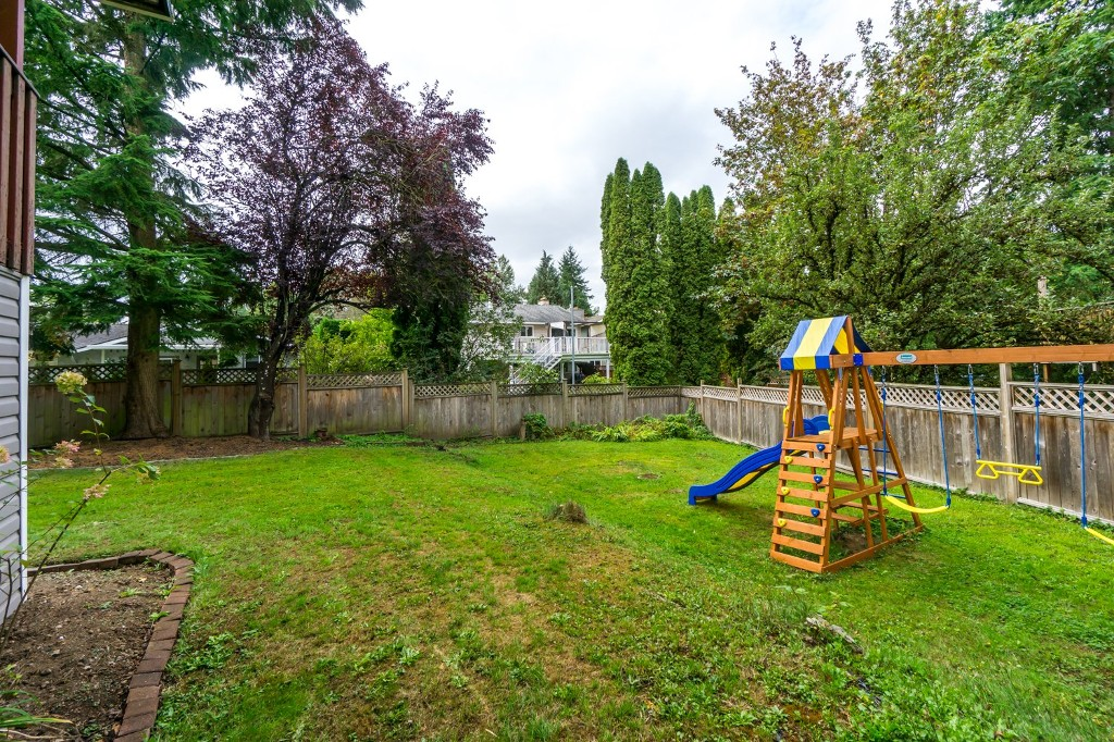 "Photo 30: 2431 ALADDIN Crescent in Abbotsford: Abbotsford East House for sale in ""McMILLAN"" : MLS® # R2001283"